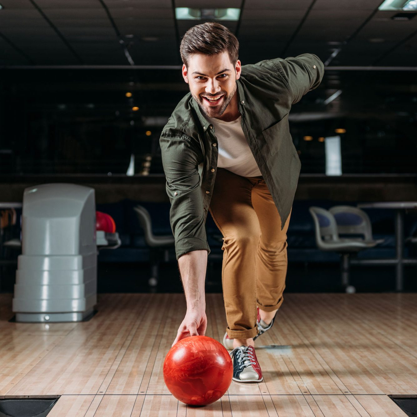 image-bowling-homme-salle-quilles-pincourt